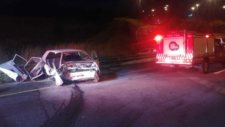 [AEROTON] – Vehicle crashes into barrier leaving two injured